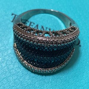 Jewelry - Gorgeous Ring with sapphire